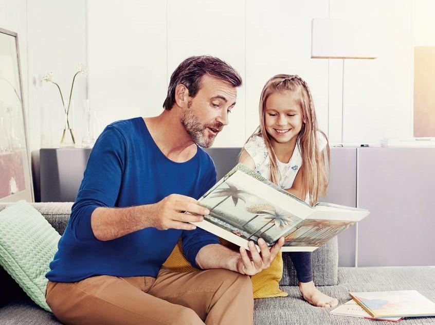 Signia-Nx_father-child-reading-1560x1040 (2)