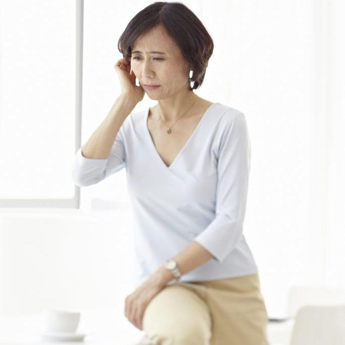06TWA1_Tinnitus_woman_asian_S