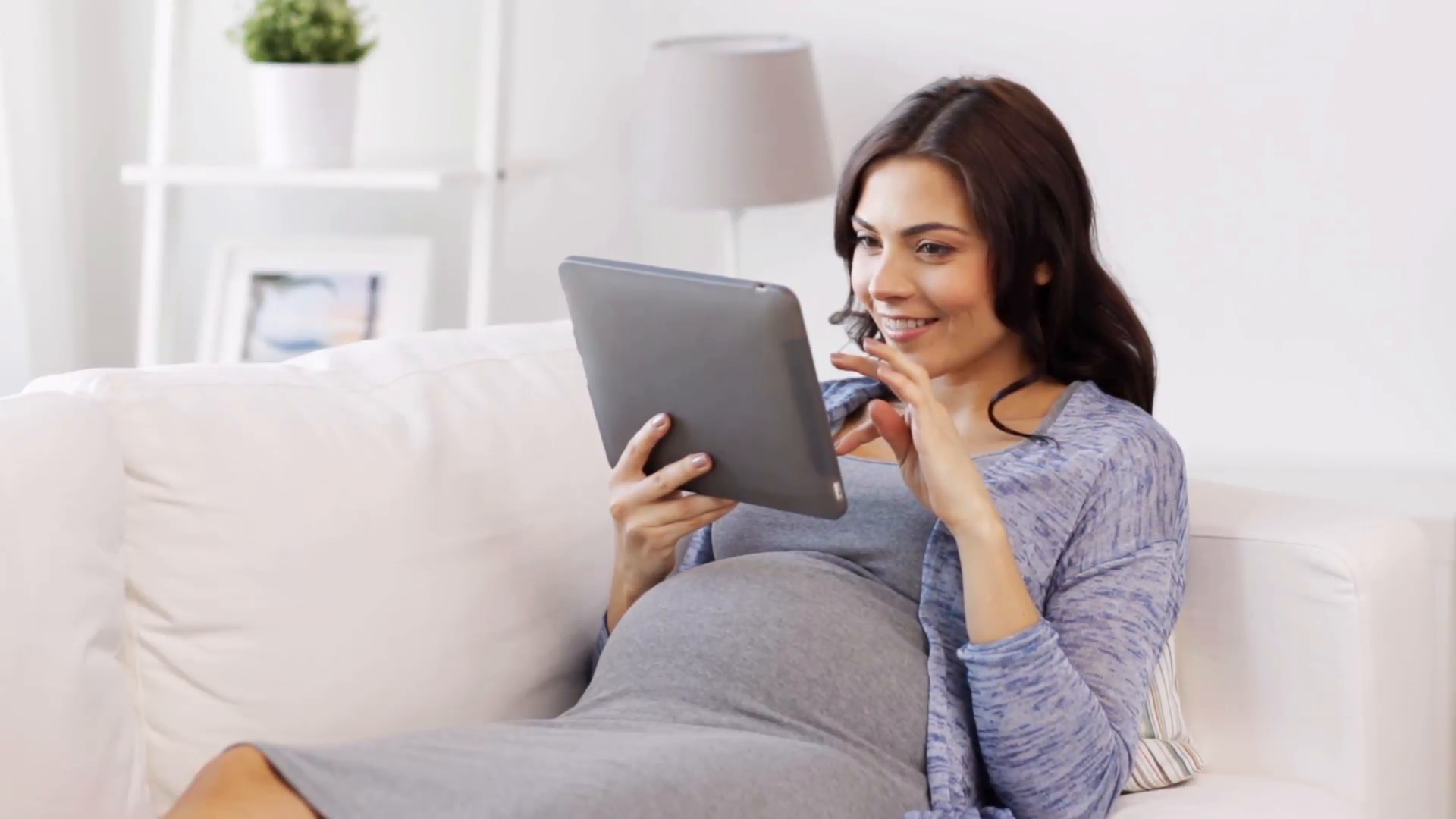pregnancy-motherhood-technology-people-and-expectation-concept-happy-pregnant-woman-with-tablet-pc-computer-at-home_eszxtl5srg__F0000