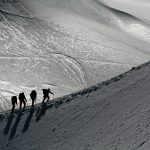 Alpinistes sur une arete