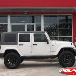 2014 White Sport JK Jeep 2.5″ Rough Country lift 20x9 Moto Metal MO 962 gloss black 305/55R20 Nitto Terra Grappler tires
