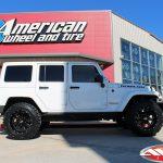 2018 White Rubicon JK Jeep 3.5″ Rough Country lift 20x12 Moto Metal MO 962 gloss black 35x12.50R20 Nitto Mud Grappler tires