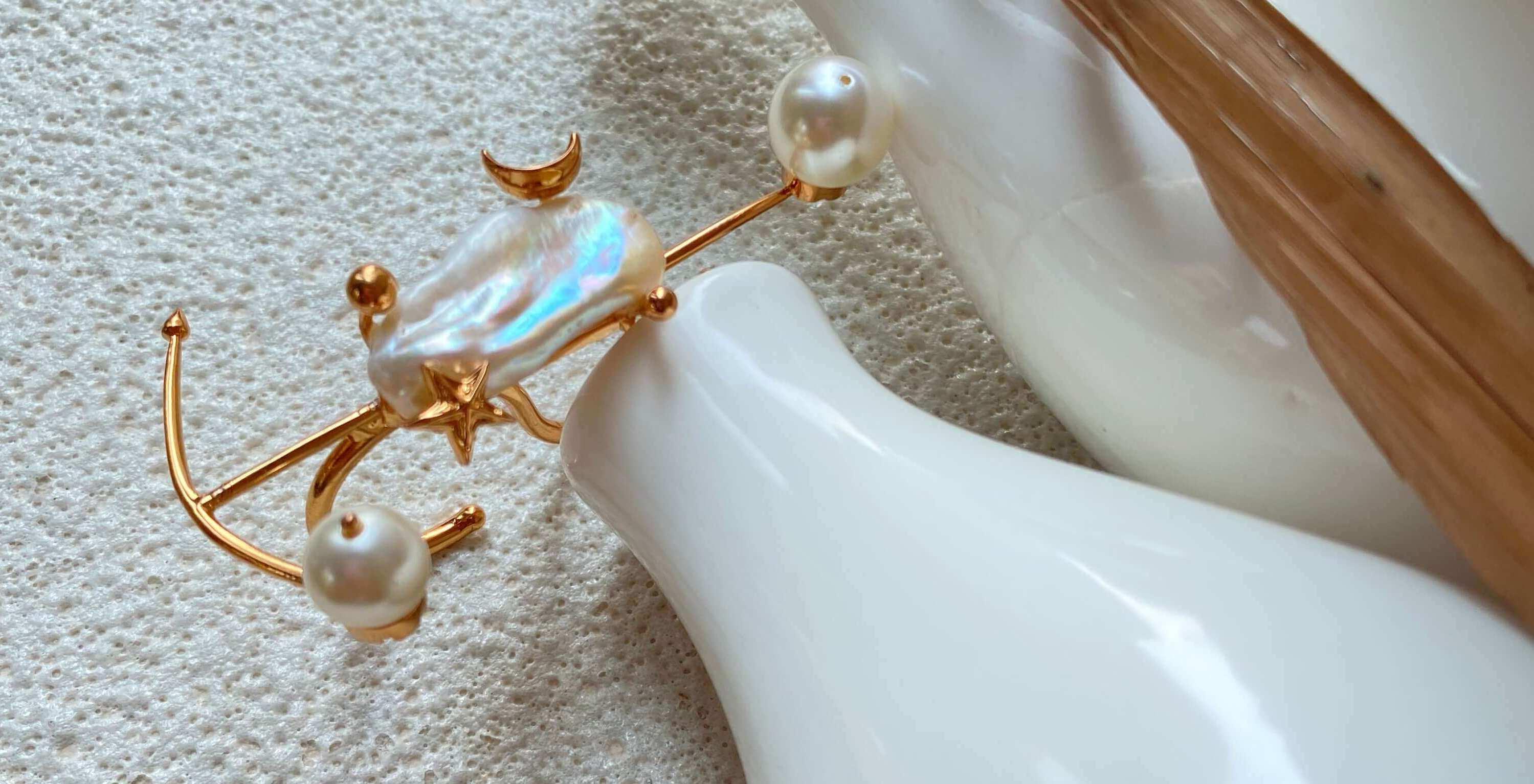 The Pearls des Céleste Knuckle Ring