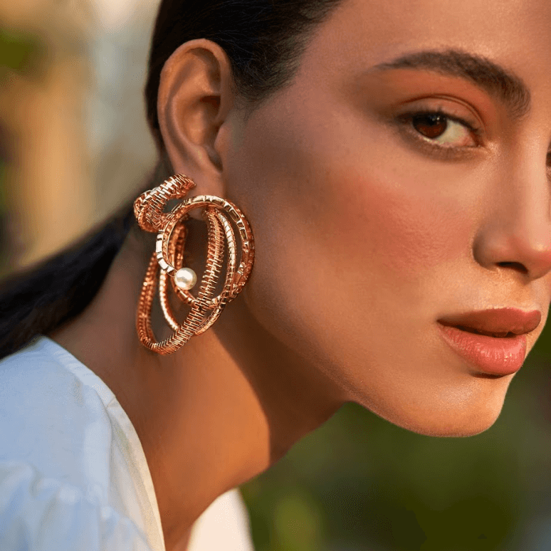 The Pearls des Céleste Twisted Hoops
